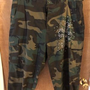 Pants - Cammo Capri pants with silver and black cross